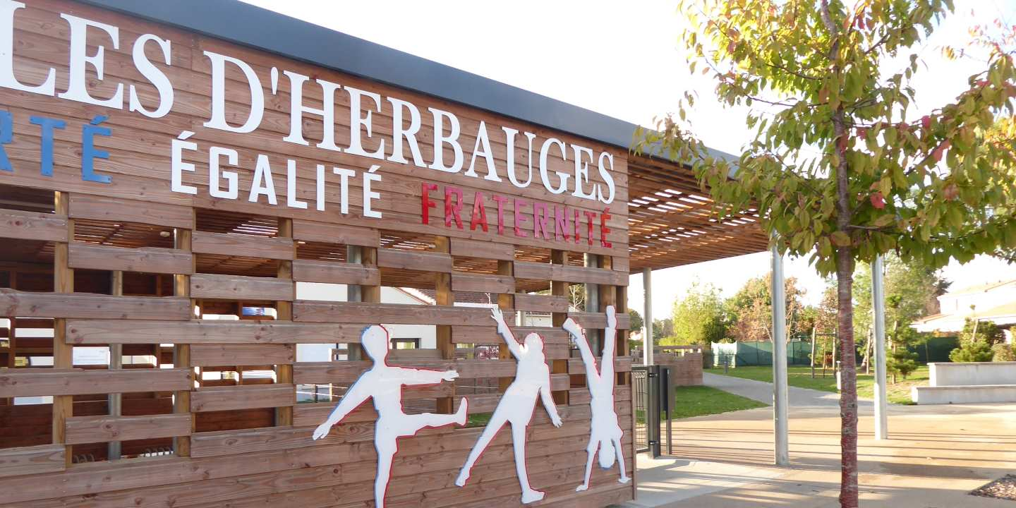 GROUPE SCOLAIRE Jules dHerbauges